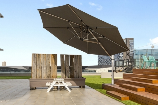Looking for a Quality Cantilever Umbrella in Sydne